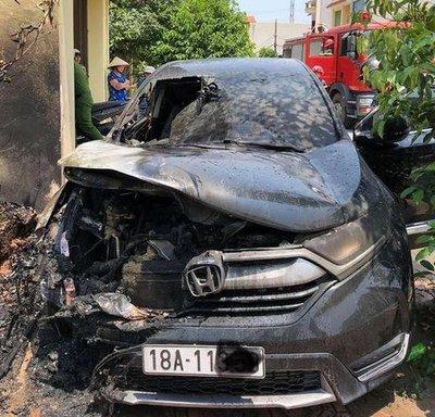 Honda CR-V bốc cháy ở Nam Định...