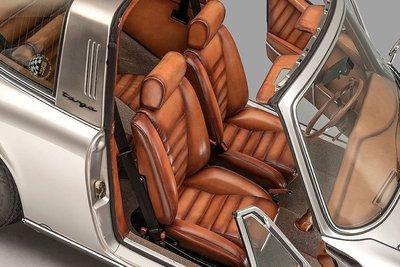Porsche 911 Targa gây ấn tượng với khoang nội thất độ da thủ công của Berluti a8