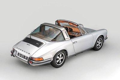 Porsche 911 Targa gây ấn tượng với khoang nội thất độ da thủ công của Berluti a3