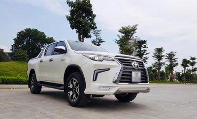 """Toyota Hilux tại Việt Nam """"hóa thân"""" thành Lexus LX 570 a24"""