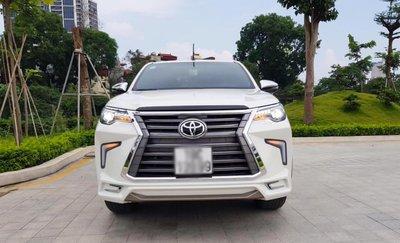 """Toyota Hilux tại Việt Nam """"hóa thân"""" thành Lexus LX 570 a2"""