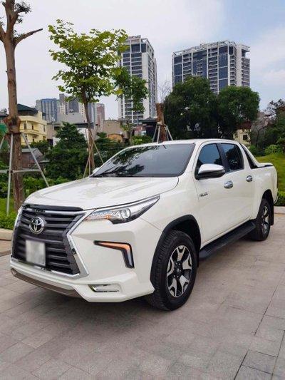 """Toyota Hilux tại Việt Nam """"hóa thân"""" thành Lexus LX 570 a27"""