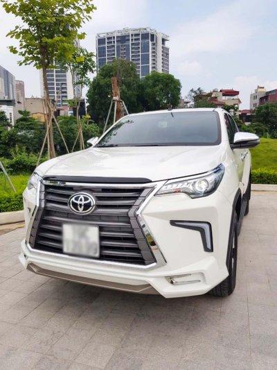 """Toyota Hilux tại Việt Nam """"hóa thân"""" thành Lexus LX 570 a26"""