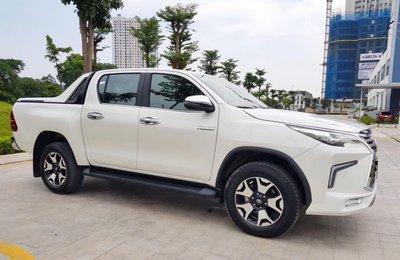 """Toyota Hilux tại Việt Nam """"hóa thân"""" thành Lexus LX 570 a20"""