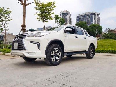 """Toyota Hilux tại Việt Nam """"hóa thân"""" thành Lexus LX 570 a25"""