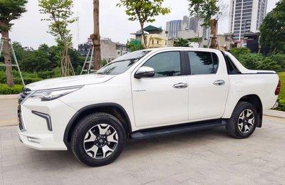 """Toyota Hilux tại Việt Nam """"hóa thân"""" thành Lexus LX 570 a21"""