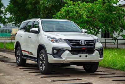 Giá xe Toyota Fortuner tháng 10/2019.
