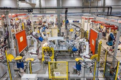 Xưởng hàn tại nhà máy sản xuất ô tô VinFast.
