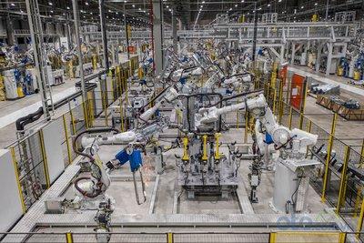 Xưởng hàn của nhà máy ô tô VinFast 1.