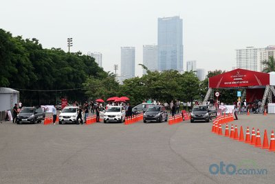khu vực trải nghiệm lái thử xe dành cho những ai quan tâm đến thương hiệu xe Việt VinFast.