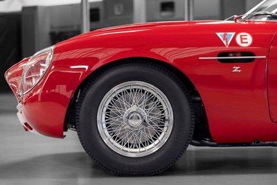Mê mẩn trước vẻ đẹp của chiếc Aston Martin DB4 GT Zagato 1960 giá 7,9 triệu USD a3
