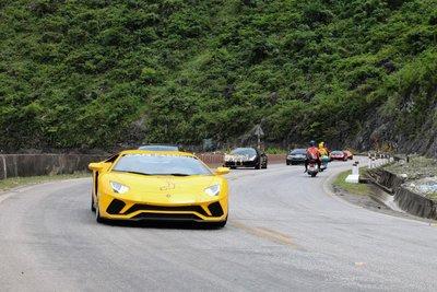 Những khoảnh khắc ấn tượng khi đoàn siêu xe Car Passio vượt đèo Đá Trắng a7