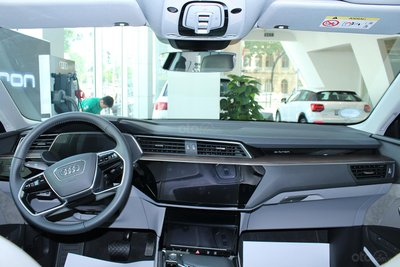SUV điện Audi E-Tron chính thức cập bến showroom Audi Hồ Chí Minh 12