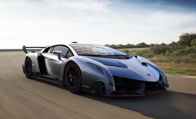 Chỉ có 3 chiếc Lamborghini Veneno coupe được sản xuất, với giá bán 5,3 triệu USD (~ 123,225 tỷ đồng),