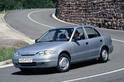Hyundai Accent thế hệ thứ 1.