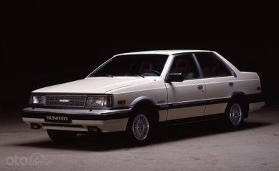 Hyundai Sonata thế hệ đầu tiên.