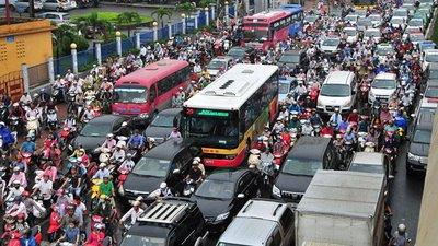 Khung cảnh tắc đường trên đường thường xuyên xảy ra ở các đô thị lớn Việt Nam...