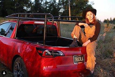 Ngắm chiếc Tesla Model 3 độ phong cách bán tải của cô gái cá tính a2