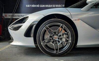 Khoảnh khắc McLaren 720S Launch Edition đầu tiên tại Việt Nam vi vu trên phố a7