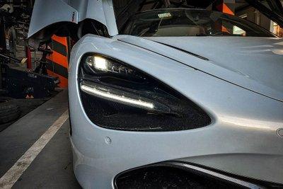 Khoảnh khắc McLaren 720S Launch Edition đầu tiên tại Việt Nam vi vu trên phố a10