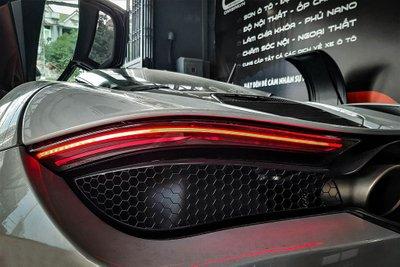 Khoảnh khắc McLaren 720S Launch Edition đầu tiên tại Việt Nam vi vu trên phố a11