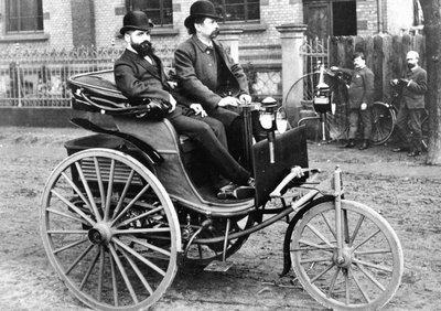 Ô tô đầu tiên trên thế giới Benz Patent Motorwagen ra đời vào năm 1885.