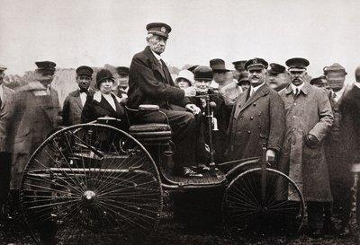 Karl Benz - cha đẻ của chiếc ô tô đầu tiên trên thế giới Benz Patent Motorwagen.