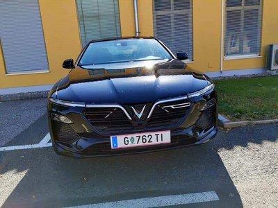 VinFast LUX SA2.0 và LUX A2.0 lăn bánh thử nghiệm tại châu Âu a1