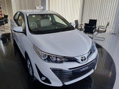 Giá niêm yết sau khi giảm của Toyota Vios so với các đối thủ khác trong phân khúc như thế nào? - Ảnh 1.