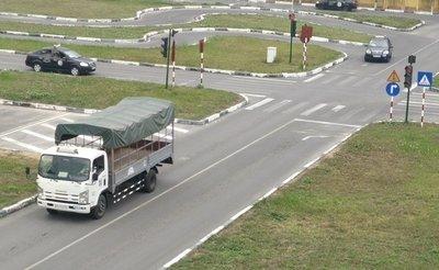 Bằng lái xe hạng C được phép lái ô tô tải, máy kéo có tải trọng dưới 3,5 tấn và trên 3,5 tấn.