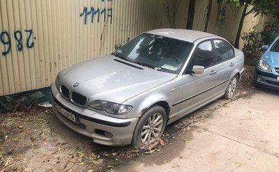 Xế sang BMW 3 Series đời cũ bị bỏ rơi tại Hà Nội 1a