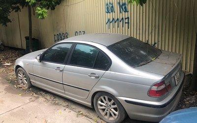Xế sang BMW 3 Series đời cũ bị bỏ rơi tại Hà Nội 2a