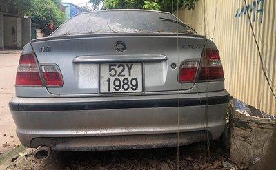 Xế sang BMW 3 Series đời cũ bị bỏ rơi tại Hà Nội 7a