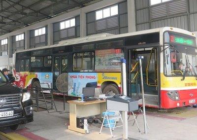 Xe bus, xe khách dán chằng chịt quảng cáo sẽ bị phạt 2a