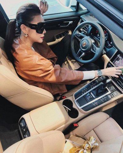 Thanh Hằng chia sẻ hình ảnh cùng chiếc Porsche Macan