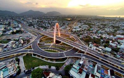 các hạng bằng lái xe ô tô được phép sử dụng để tham gia giao thông tại Việt Nam bao gồm bằng B1, B2, C, D, E, F.