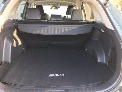 Khoang hành lý Toyota RAV4 2019
