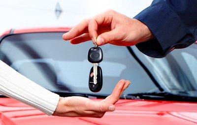Hợp đồng mua bán xe ô tô cũ nên được thực hiện đúng trình tự và có công chứng theo đúng quy định.