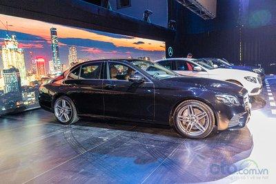 Ngoại hình của E 350 AMG có chút khác biệt so với 2 phiên bản còn lại là E 200 và E 200 Sport.