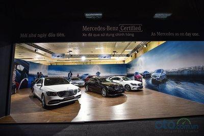 Khu vực trưng bày xe đã qua sử dụng của Mercedes-Benz Việt Nam.