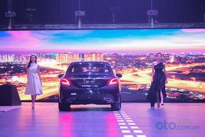 Màn trình diễn giữa xe và các người mẫu tại Mercedes-Benz Fascination 2019.