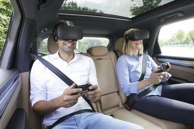 Công nghệ thực thế ảo của Porsche giúp khách hàng quên cảm giác say a1