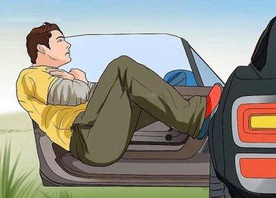 Trường hợp khẩn cấp cần nhảy ra khỏi xe ô tô như nào cho an toàn? 8a