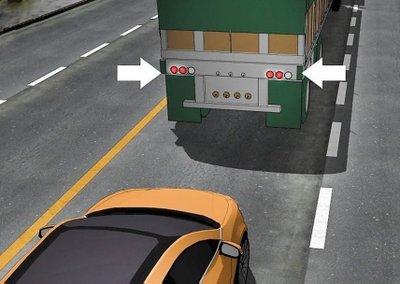 Kinh nghiệm giữ an toàn cho bản thân khi không may chạy vào vùng điểm mù container 2a