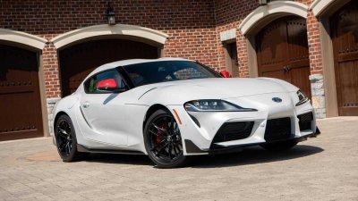 Toyota Supra 2020 có thể bắt chước BMW và tính phí Apple CarPlay