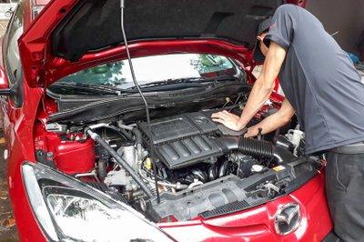 Các cách vệ sinh khoang máy ô tô và lợi ích của mỗi loại 1a