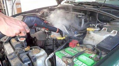 Các cách vệ sinh khoang máy ô tô và lợi ích của mỗi loại 2a