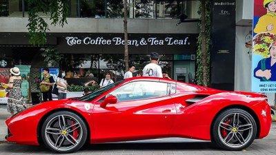 Ferrari 488 Spider mang phong cách xe đua