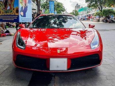 Ferrari 488 Spider có thiết kế khỏe khoắn và góc cạnh