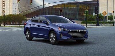Hyundai Elantra có mức giảm thấp nhất từ 15 triệu đồng